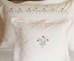 Lenjerie de pat brodata manual cu maci Bed Linen, Linen Bedding, Maci, Beautiful Homes, White Shorts, Sweet Home, Women, Fashion, Bedding