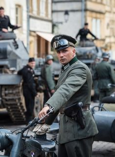 Matthias Schoenaerts als nazi-officier in Suite Française Matthias Schoenaerts, Travis Fimmel, German Soldiers Ww2, Star Photography, Period Outfit, Romance Movies, Movie Characters, Short Film, Good Movies