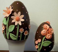 Uova di Pasqua decorate con fiori in pasta di gomma o zucchero ovos decorados com flores de açucar