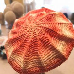 PASIÓN POR LAS BOINAS DE PUNTO - Lohilé Projects To Try, Blanket, Knitting, Winter Hats, Ideas, Crochet Ball, Crochet Edging Patterns, Knitting Needles, Tricot