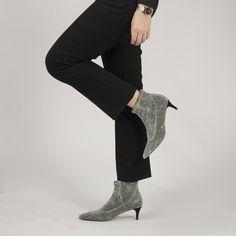 Botín de calcetín para mujer con elástico de tejido de lamé y tacón medio plateado  Altura tacón: 5m Ankle, Shoes, Fashion, Sparkle, Winter, Tejidos, Women, Moda, Shoe