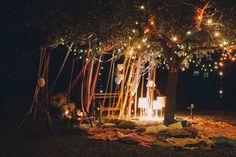 mágica decoración en estilo boho chic para feliz cumpleaños con iluminación