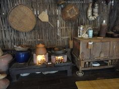 Native Kitchen, Outdoor Wood Fireplace, Dirty Kitchen, Thailand, Rooms For Rent, Outdoor Kitchen Design, Tiny House Living, Little Houses, Old Houses