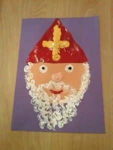sinterklaas verven en stempelen met s-vormige piepschuim. Fun Crafts For Kids, Art For Kids, Arts And Crafts, Kindergarten Crafts, Preschool Activities, St Nicholas Day, Christmas Crafts, Christmas Ornaments, Crafty Kids