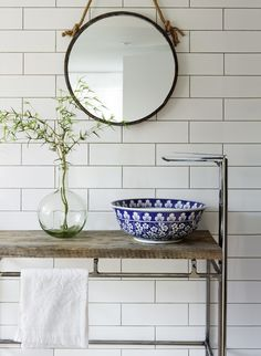 I am totally smitten by the beautiful basins of The London Basin Company, I recently discovered! Each of the porcelain basins are hand finished, using a range of techniques. They are all unique pieces of art, decorated with gorgeous designs. The London Basin Company was founded by mother Anna & daughter