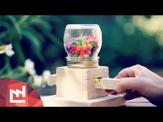 Clever Mason Jar Candy Dispenser Is Sure to Make Everybody Happy! Mason Jar Candy, Mason Jars, Candy Dispenser, Pot Mason Diy, Mason Jar Crafts, Kids Birthday Presents, Woodworking Projects, Diy Projects, Gumball Machine