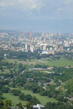 Maracay//Maracay est une ville du Venezuela, chef-lieu de la municipalité de Girardot et capitale de l'État d'Aragua. Wikipédia