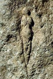 13. Grupo Pirenaico -Aquitano Vénus de l'abri Pataud, Les Eyzies. sobre una plaqueta calcarea. La escultura mide 6 cm de altura. Cabeza vuelta a la derecha, rasgos faciales no figurados, cabellera cayendo sobre el hombro izquierdo #venus #l'abri Pataud