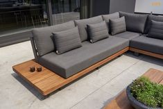 Outdoor Sofa, Outdoor Furniture Sofa, Palette Garden Furniture, Diy Garden Furniture, Sofa Area Externa, Rooftop Terrace Design, Living Room Sofa Design, Backyard Seating, House