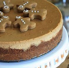 Gingerbread Cheesecake is so cute.but I don't like cheesecake :/ Christmas Cooking, Christmas Desserts, Christmas Treats, Holiday Treats, Christmas Goodies, Cupcakes, Cupcake Cakes, Just Desserts, Delicious Desserts
