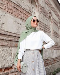 Image may contain: one or more people and people standing Hijab Fashion Summer, Modest Fashion Hijab, Modern Hijab Fashion, Muslim Women Fashion, Hijab Fashion Inspiration, Skirt Fashion, Tokyo Street Fashion, Street Hijab Fashion, Hijab Chic