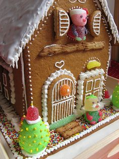 Gingerbread House, awesome how they made tiny little people
