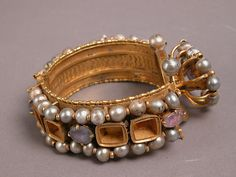 6-7 c. Jeweled Bracelet, found in Egypt, probably made in Byzantine Constantinople (side view)