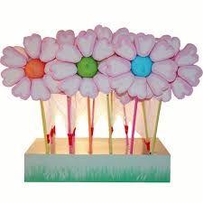 Resultado de imagen de brochetas de gominolas flor Birthday Crafts, Birthday Parties, Strawberry Tea, Chocolate Bouquet, Candy Bouquet, Dessert Bars, Cake Pops, My Little Pony, Sweet Treats
