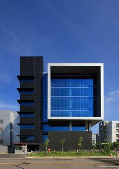 Image 2 of 14 from gallery of Huga Fab III and Headquarters Building / J. Photograph by Chun Chieh Liu Architecture Design, Office Building Architecture, Building Exterior, Building Facade, Facade Design, Contemporary Architecture, Building Design, Exterior Design, Minimalist Architecture