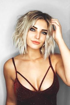 15 Awesome Trendsetting Short Hairstyles for 2018 To Make You Stand Out From The Crowd ❤️ Middle Part Style for Short Hair ❤️ See more: http://lovehairstyles.com/short-hairstyles-for-women/ #shorthairlove #shorthairideas Medium Hair Styles, Med Short Hair Styles, Short Styles, Medium To Short Hairstyles, Summer Hairstyles, Bob Hairstyles 2018, Cool Hairstyles, Curly Hair Styles, Choppy Haircuts