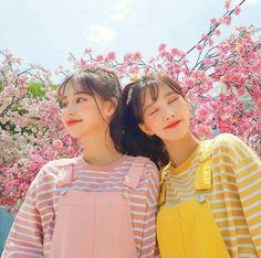 Ulzzang girl friends Pink and yellow Moda Aesthetic, Aesthetic Girl, Mode Ulzzang, Korean Ulzzang, Ulzzang Style, Cute Korean Girl, Asian Girl, Couple Girls, Foto Best Friend