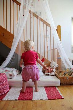 Eltern vom Mars: Unser Lebens(t)raum - Very inspiring German blog with beautiful ideas for a montessori home!