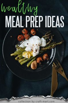 While preparing healthy meals three times a day may seem like an unobtainable goal for many busy families, lack of time should not compromise your healthy eating. Consequently, with this collection of healthy and easy meal prep ideas for breakfast, lunch, and dinner from the most creative bloggers, you can eat healthily and keep your sanity, too. Lunch Meal Prep, Meal Prep Bowls, Easy Meal Prep, Healthy Meal Prep, Easy Meals, Healthy Eating, Healthy Recipes, Keto Recipes, Chicken Meal Prep
