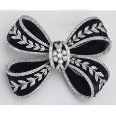 Circa 1905 Bow knot Brooch: gold, platinum, diamonds, velvet, and enamel. Bow Jewelry, High Jewelry, Jewelry Art, Antique Jewelry, Vintage Jewelry, Jewelry Design, Fashion Jewelry, Silver Jewellery, Wedding Jewelry
