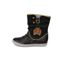The Kim 2 by Bjorn Borg is a half-high boot with some great folds in the leather. This characteristic boot is further enhanced via red and golden accents.