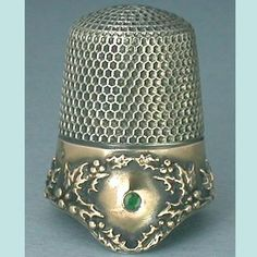 Antique Drop Rim Sterling Silver Holly Thimble w Emerald by KMD C1910s ❤❤❤