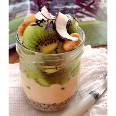 ... Creamy of passion fruit. (Frozen #greekyogurt natural) Kiwi, coconut