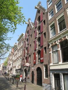 Historic Boat Tour Amsterdam onboard charming canal boat Delphine Zon & Maan storage houses on the Reguliersgracht