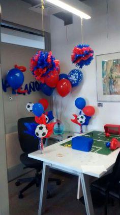 Decoración futbolera. Work Desk Decor, Office Decor, Office Birthday Decorations, Cubicle Decorations, Ideas Para, Birthdays, Party, Diy Stuff, 21st