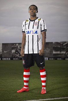 Corinthians usará meião do Ronald McDonald em jogo b8906de0255c8