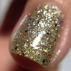 Macro of SuperChic Lacquer Chronicles of the Dreamcatcher with Marvel Liquid Macro top coat in direct light @wonderbeautypro