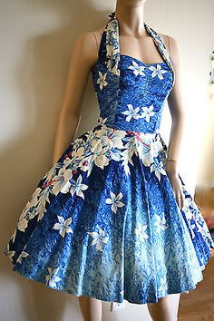 Kamehameha vtg Halter Bombshell Hawaiian PinUp Circle Full Dress S M Vintage Girls Dresses, Vintage Outfits, Vintage Clothing, Pin Up Dresses, Cute Dresses, 1950s Fashion, Vintage Fashion, Tiki Dress, 50s Glamour