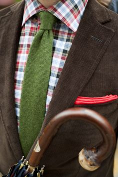 color combo- I LOVE this...that little pop of red in the pocket swatch is so great with that shirt..I even love the tie..