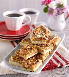 Toppengod toscakaka som du enkelt bakar i långpanna är perfekt till bjudfikan. Fika, Calorie Counting, Apple Pie, French Toast, Sweets, Cookies, Breakfast, Desserts, Recipes