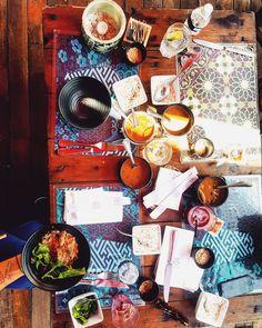 O restaurante Marakuthai tem uma culinária despretensiosa, com pratos contemporâneos de inspiração tailandesa e influências da gastronomia caiçara.
