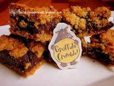 Gruffalo Crumble Bars: These little bars are my new favourite recipe - they& supereasy to make and absolutely delicious. A friend of min. Gruffalo Party, Gruffalo Activities, Party Food Boxes, Yummy Treats, Sweet Treats, My Favorite Food, Favorite Recipes, Crumble Recipe, Cake Pop