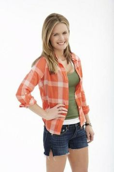 Maggie Lawson From 'Psych' is Criminally Cute (2 of 10) | When Maggie Lawson was eight, she began appearing in community and dinner theatre productions.