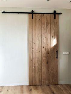 Kleine badkamer inrichten; Voorbeelden van indelen met schuin dak, tot kleuradvies, tegels, wasmachine en opbergruimte - Mamaliefde.nl