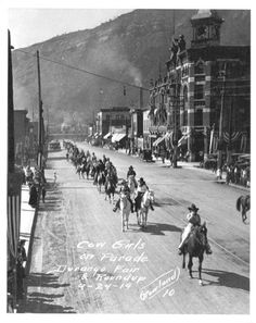allbrightandglittering: Cow Girls on Parade. Durango, Colorado, USA 1919 Yep and the Strater still looks that good! Vintage Pictures, Old Pictures, Old Photos, Durango Colorado, State Of Colorado, Us History, American History, Old West Town, American Exceptionalism