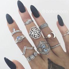 matte nails are bae // ♡ Amäłi Hiłtøn ♡