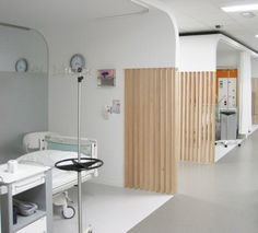 Oncologisch dagziekenhuis Clinic Interior Design, Clinic Design, Healthcare Design, Hospital Plans, Hospital Room, Hospital Architecture, Interior Architecture, Health Care Hospital, Staff Lounge