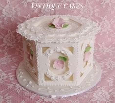 Classic Style Show Cake - Cake by Vintique Cakes (Anita)