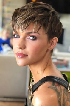 Choppy Layered Pixie Haircut ❤ This choppy layered bob takes a fresh look at your diamond face shape, setting all the focus on your best features. Summer Haircuts, Short Pixie Haircuts, Pixie Hairstyles, Easy Hairstyles, Fall Hair Cuts, Short Hair Cuts, Short Hair Styles, Diamond Face Shape, Best Pixie Cuts