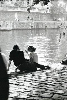 Chamade – Vintage French Photos- Claude Renaud – Paris 1963 Chamade – Vintage französische Fotos – Claude Renaud – Paris 1963 L (Visited 1 times, 1 visits today) Photo Vintage, Vintage Love, French Vintage, Vintage Couples, The Love Club, Couple Aesthetic, Claude, Cute Couples Goals, Couple Goals