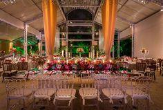 Decoração de casamento com flores vermelhas e folhagens Madame Fiori