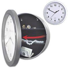 Reloj de pared con caja fuerte
