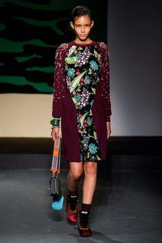 Prada Resort 2014 Couture, Burberry, Mode Des Défilés, Défilé De Mode, Mode 9ffb18ff7ab6