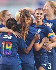 us womens soccer: Sports & Outdoors Female Football Player, Usa Soccer Team, Soccer Pro, Girls Soccer, Team Usa, Laura Lee, Soccer Photography, Alex Morgan Soccer, Soccer Pictures