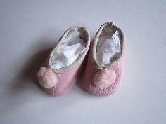 Schoene-alte-Puppenkleidung-Reizende-rosa-Schuhe-aus-Leder-24