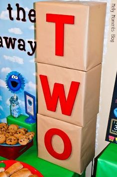 Throw a fun Elmo Birthday Party with these Elmo Party Ideas. Get creative ideas for Elmo party decorations, supplies, cakes, food, games and more! 2nd Birthday Boys, Second Birthday Ideas, Birthday Box, Boy Birthday Parties, Diy Elmo Birthday Party, Mickey Party, Diy Party, Ideas Party, Party Box